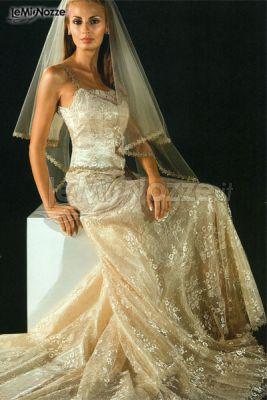 Meraviglioso abito della collezione Vini realizzato con splendidi ricami e velature seducenti